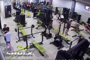 Caida pesas gimnasio shock